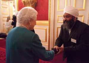 HM The Queen mets Amrick Singh