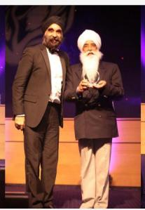 Bhai Sahib Ji receives Humanitarian Achievement Award from President of BCCC & GBSLEP Board Member, Mr Ninder Johal